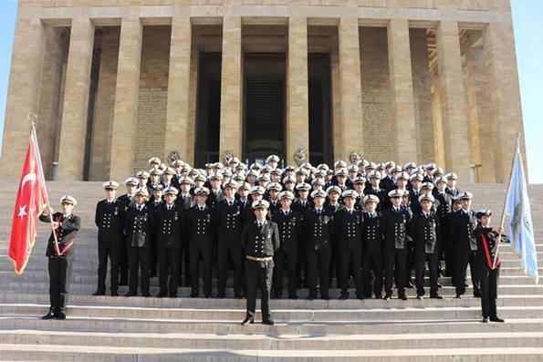 İTÜ Denizcilik Fakültesi Öğrencileri Anıtkabirde