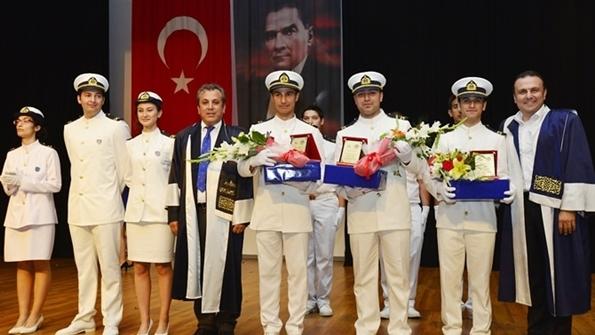 DEÜ Denizcilik Fakültesi Öğrencilerine Mezuniyet Beratı