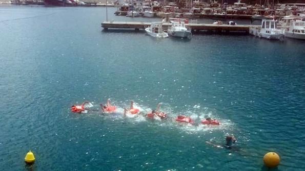 Denizde Güvenlik Eğiticileri Denizde Canlı Kalma Eğitiminde