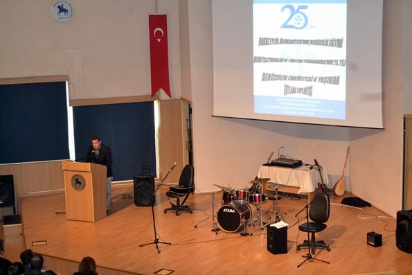 Dokuz Eylül Üniversitesi Makine Mühendisliği ilk mezunlarından Sayın Murat Pamuk konuşmasını yaparken