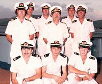 Neden Denizciler Beyaz Üniforma Giyer Simge