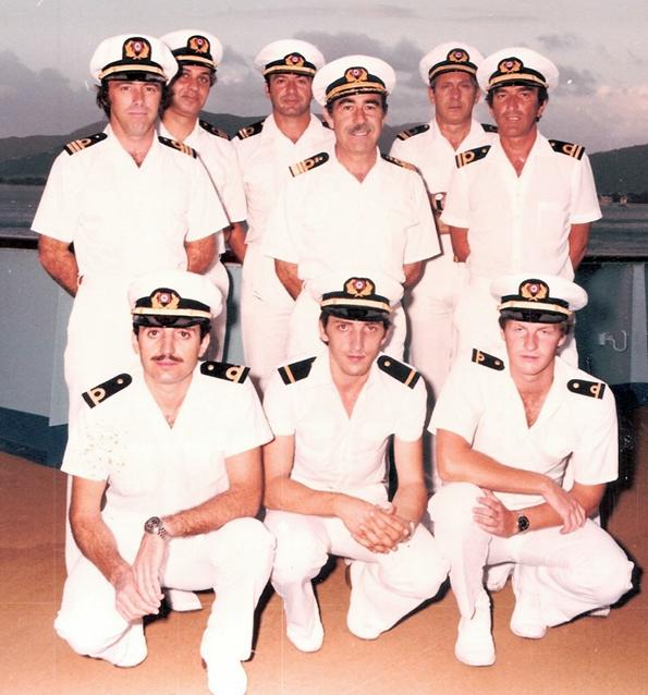 Neden Denizciler Beyaz Üniforma Giyer