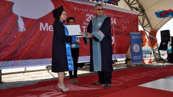Okul Birincisi Melek Eski ve BEÜ Rektör Yardımcısı Prof. Dr. Haluk Güven