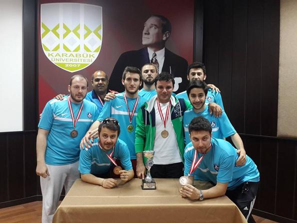 Piri Reis Üniversitesi Futbol Tenisi'nde Derece Kazandı